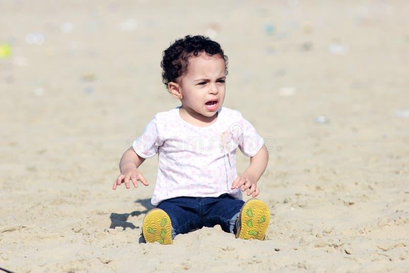 Schreiendes arabisches Baby stockfoto