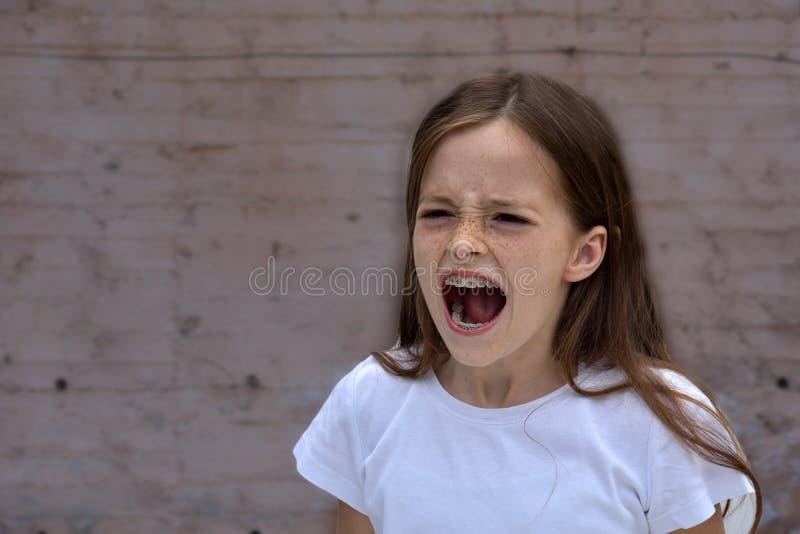 Schreiendes Jugendlichmädchen lizenzfreies stockfoto