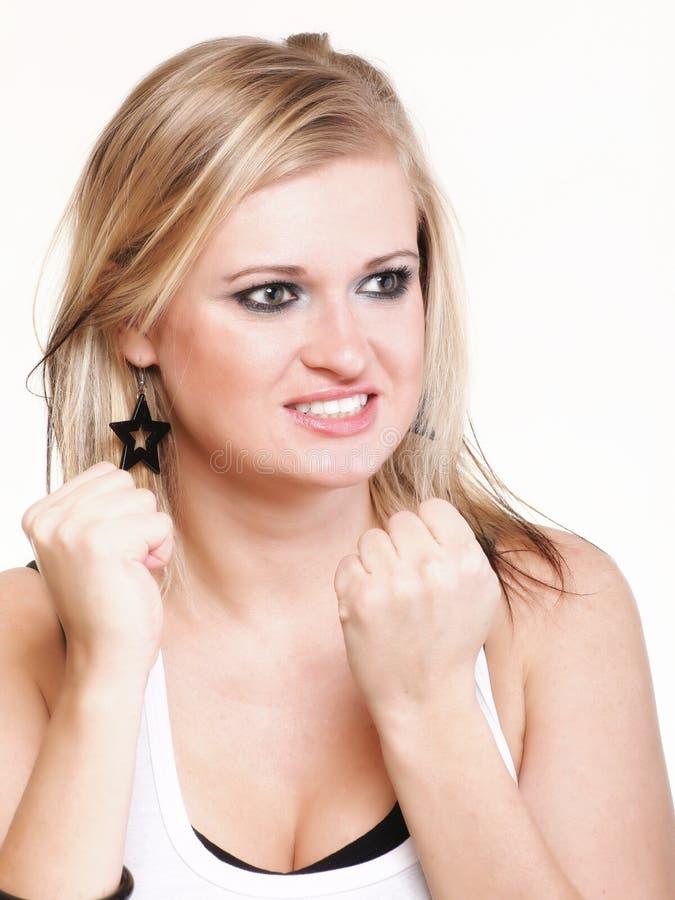 Schreiendes Schreien der sehr umgekippten und emotionalen Frau lokalisiert stockbild