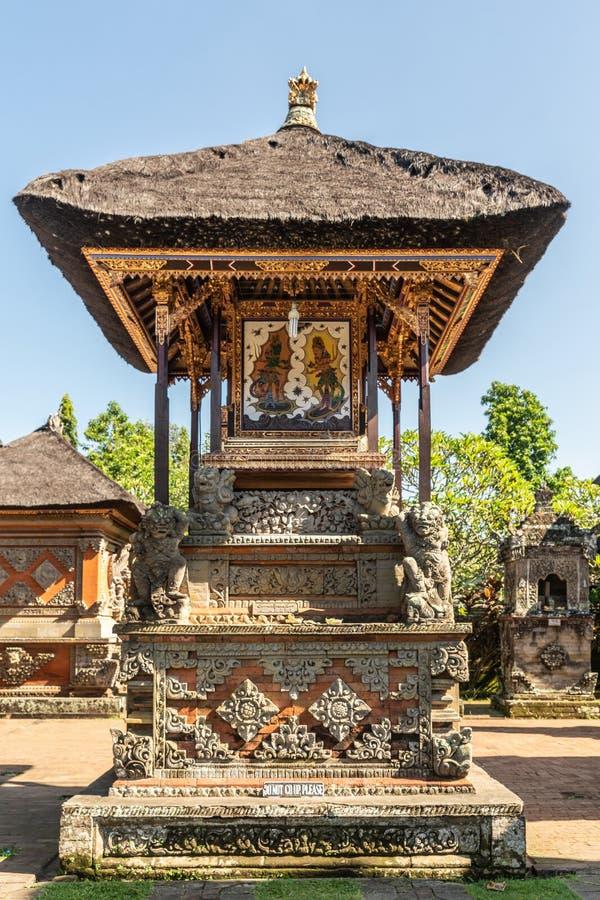 Schrein mit Shiva-Malerei an Batuan-Tempel, Ubud, Bali Indonesien stockfotografie