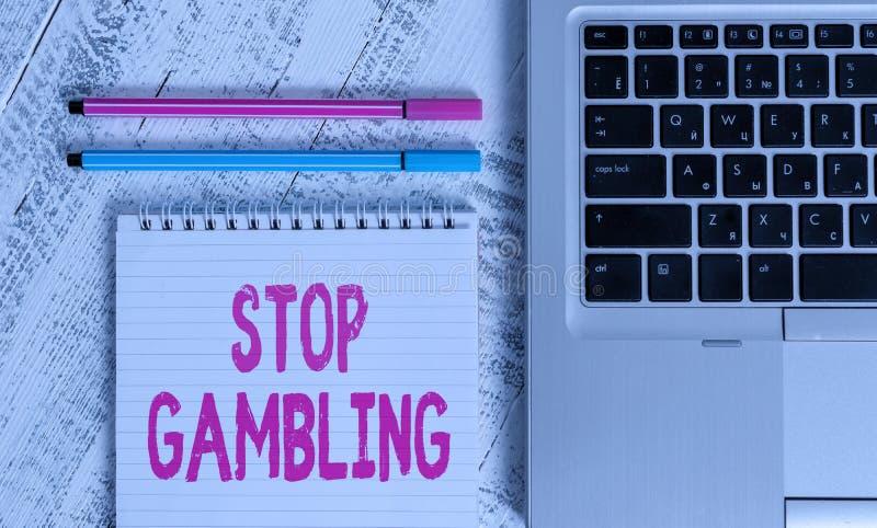 Schrijfnotitie met Stop Gambling Zakelijke foto's laten zien dat je niet voortdurend wilt gokken ondanks schadelijke kosten Metal royalty-vrije stock foto's