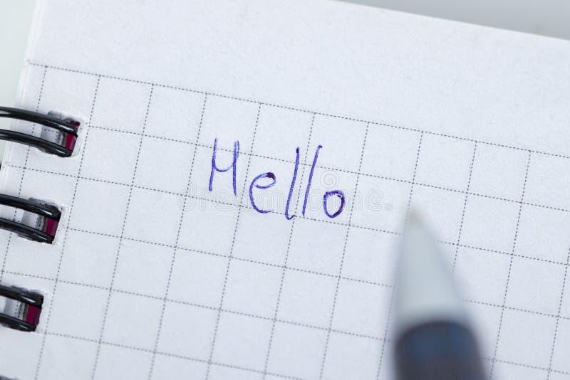 Schrijvend brief aan somebody wie voor u zo speciaal is, voel liefde, liefde somebody stock afbeeldingen