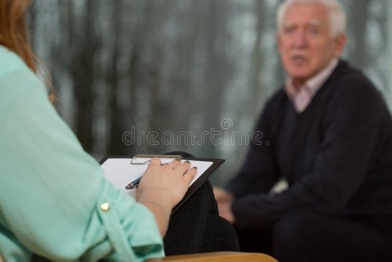 Schrijvende psycholoog stock foto's