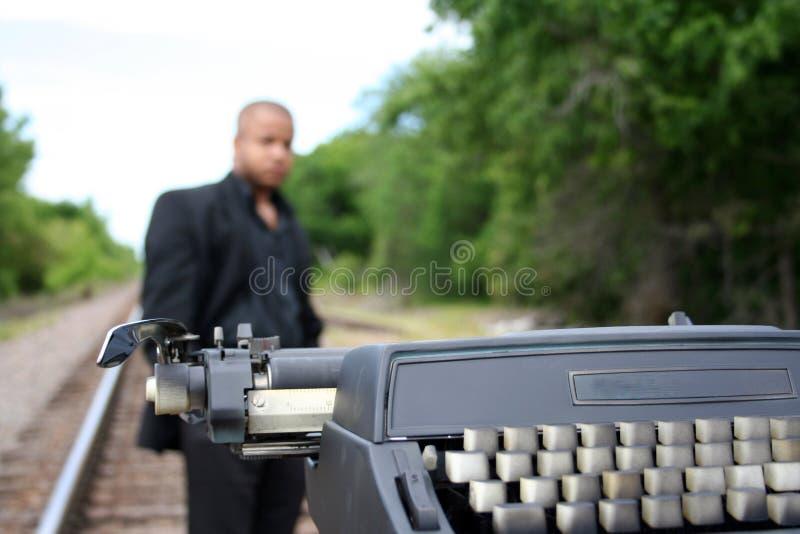 Schrijver op de Sporen stock foto