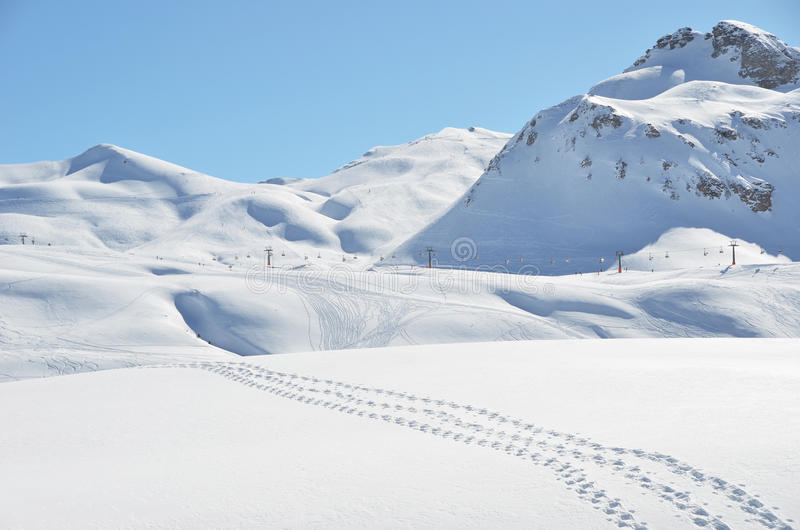 Schritte auf dem Schnee lizenzfreie stockfotografie