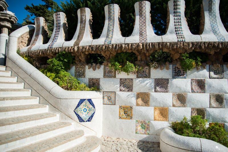 Schritte in Parc Guell in Barcelona lizenzfreie stockfotografie