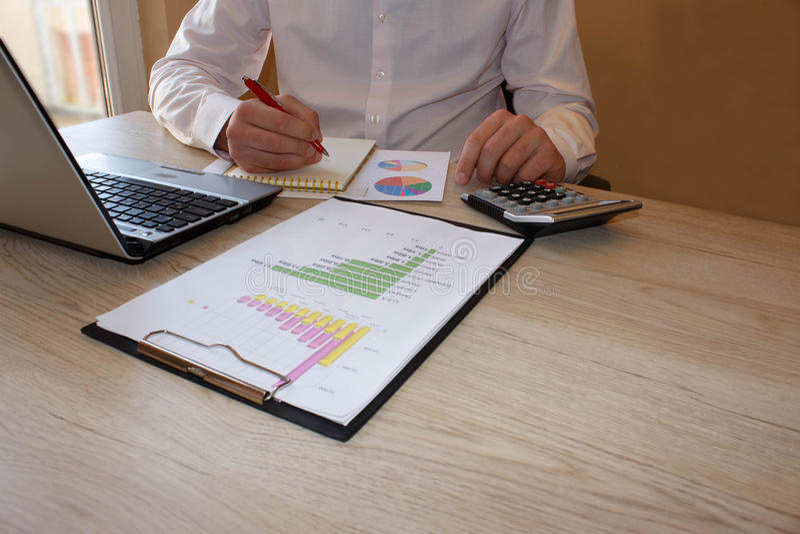 Schritte zum Eröffnen eines Geschäfts Erfolgreiche Hauptgeschäftsideen stockfotos