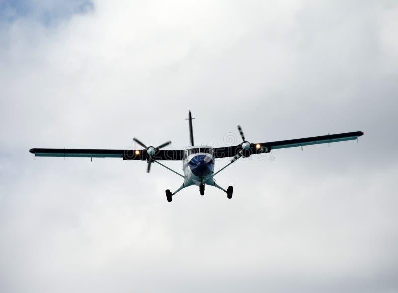 Schroefturbinevliegtuig het landen stock foto's