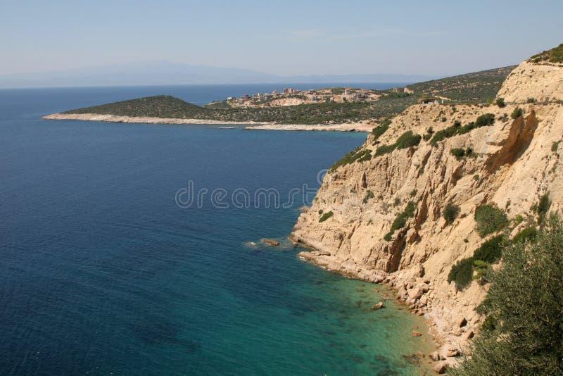 Schroffe Küstenlinie auf der kleinen Insel von Thassos, Griechenland lizenzfreie stockfotos
