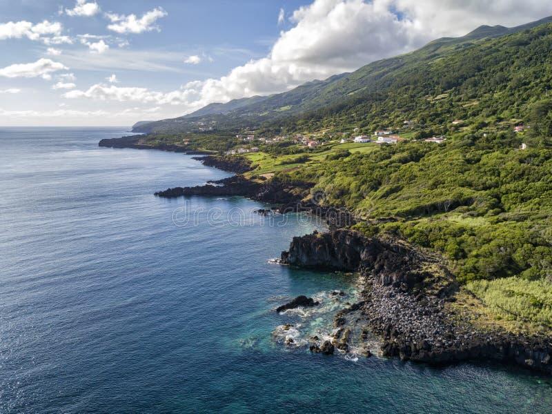 Schroffe Sao-Jorge-Küstenlinie lizenzfreie stockbilder
