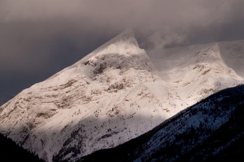 Schroffe Spitzen des Schnees lizenzfreies stockfoto