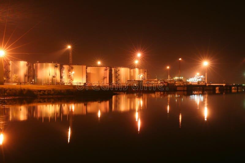 schronienia noc oleju zbiorniki fotografia royalty free