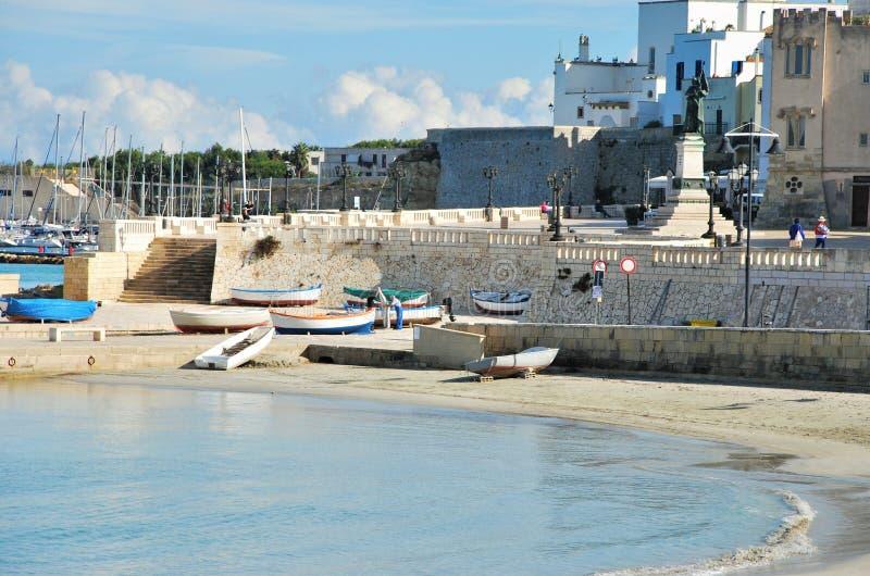 Schronienie i Typowa architektura w Otranto obraz royalty free