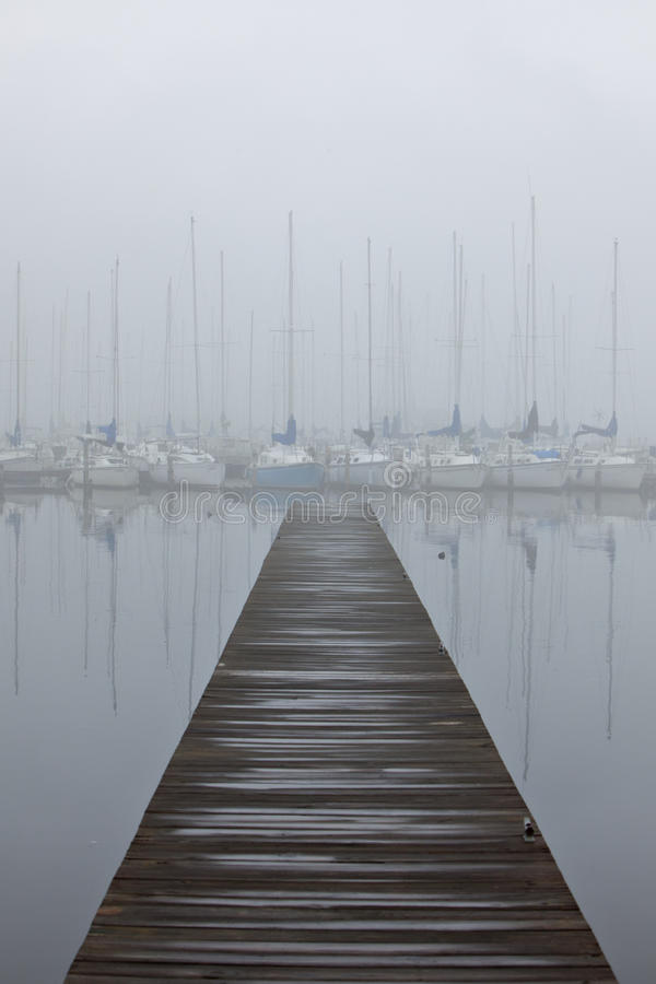 schronienie mgłowa żaglówka zdjęcie stock