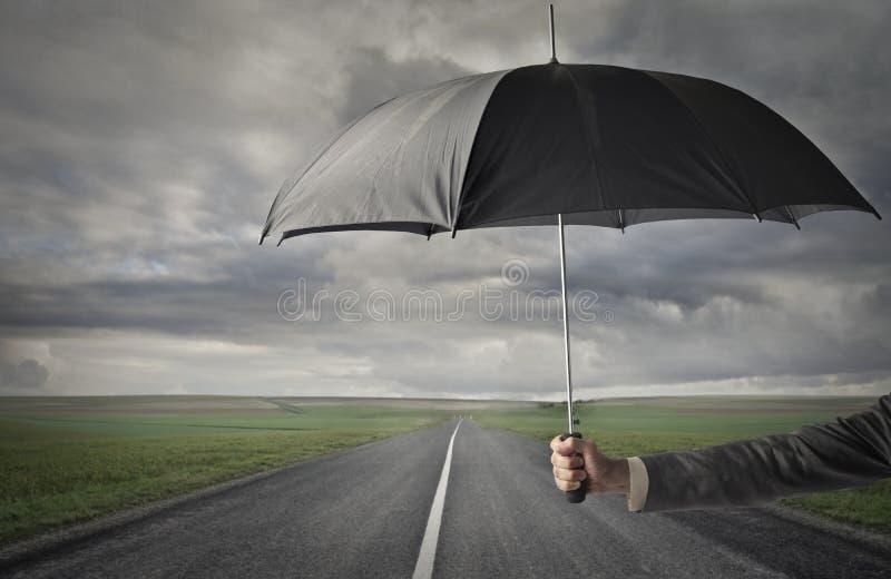 Schronienie na chmurniejącej drodze obraz stock