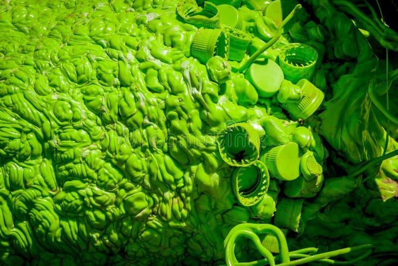 Schrott geschmolzenes Deckel-Grün 3047 lizenzfreie stockfotos