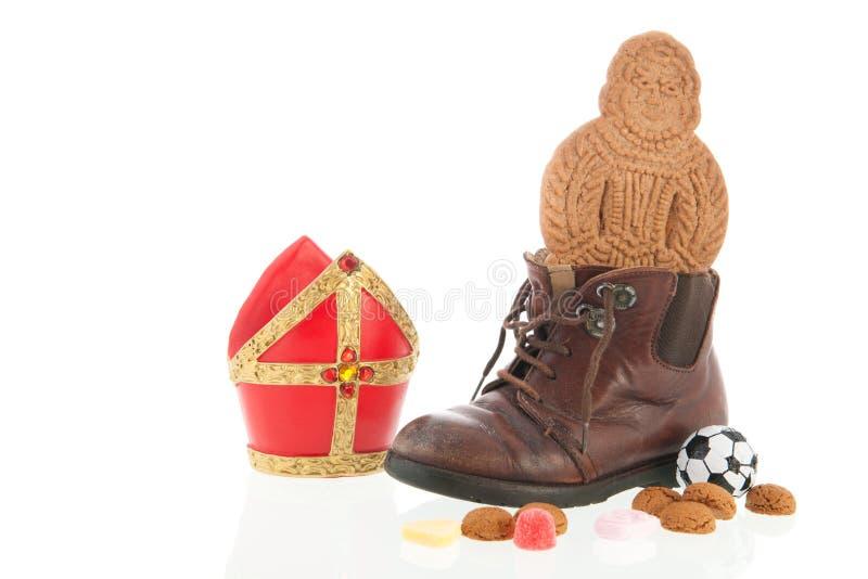 Schuh mit Holländer Sinterklaas-Süßigkeit stockfotos