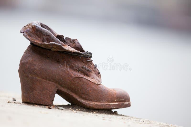 Schuhe auf der Donau-Bank ein Denkmal in der Ehre zu den Juden getötet von den Quermilizsoldaten des faschistischen Pfeiles in Bu stockfoto