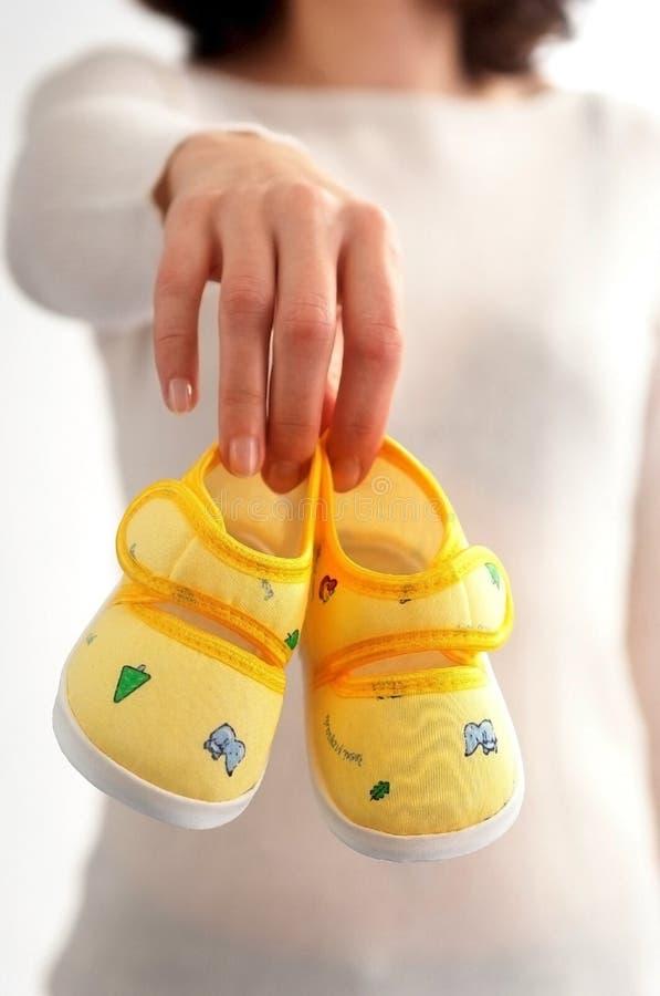 Schuhe der kleinen Kinder stockbild