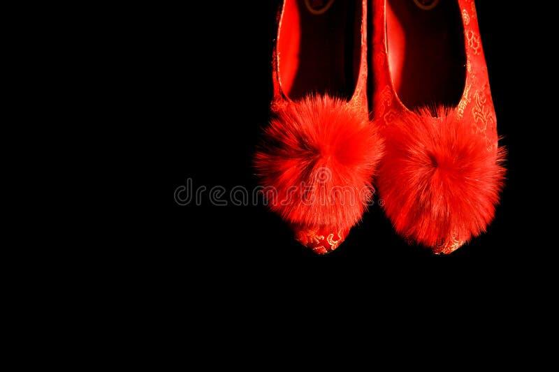 Schuhe der traditioneller Chinese-roten Braut stockbilder
