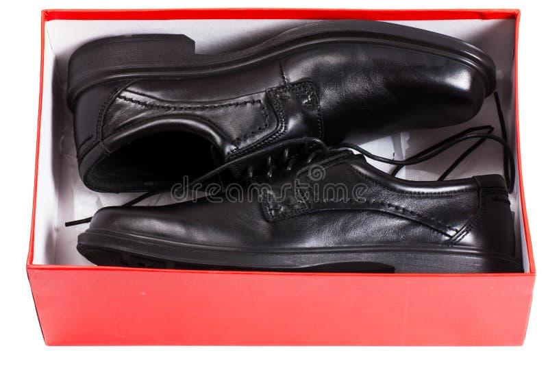 Schuhe in einem Kasten lizenzfreie stockbilder