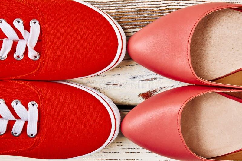 Schuhe für das Gehen und das Laufen lizenzfreie stockfotos
