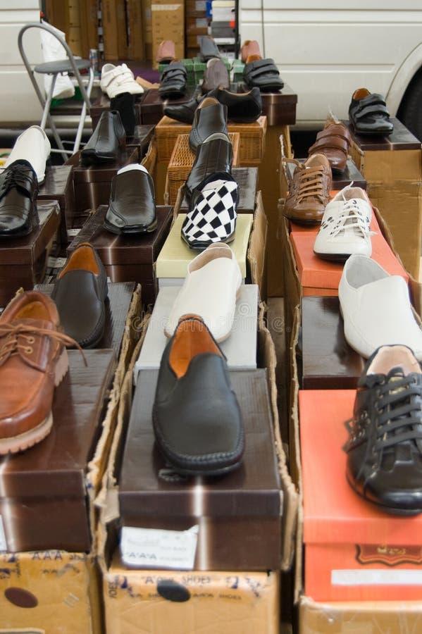 Schuhe für Verkauf stockfotografie