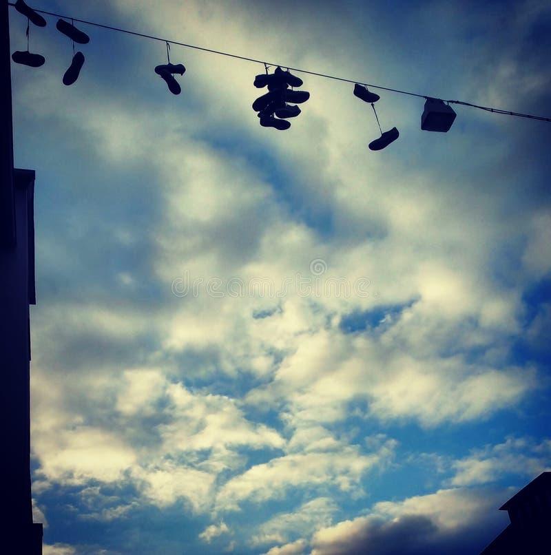 Schuhe im Himmel stockbilder