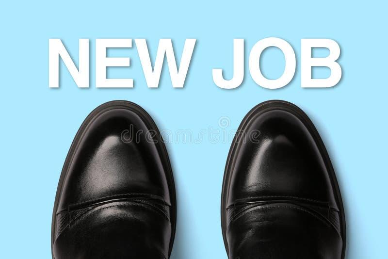 Schuhe mit Text-neuem Job stockbilder