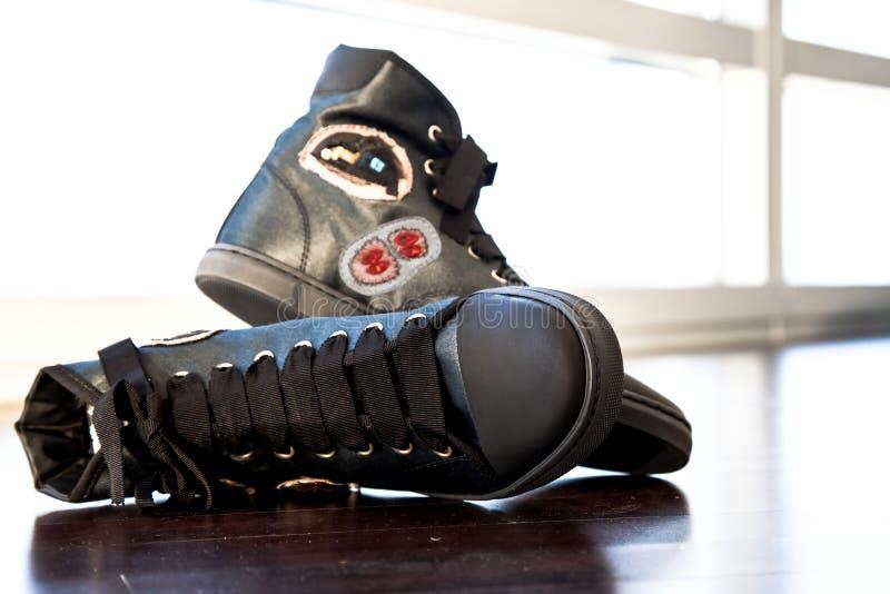 Schuhschwarzes lizenzfreie stockfotos