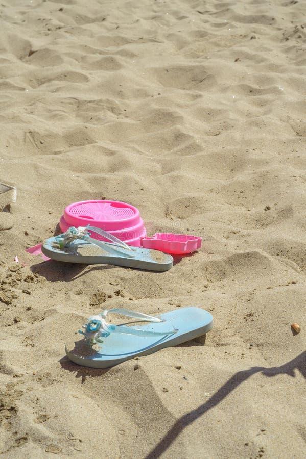 Schuifjes op het zand stock foto's