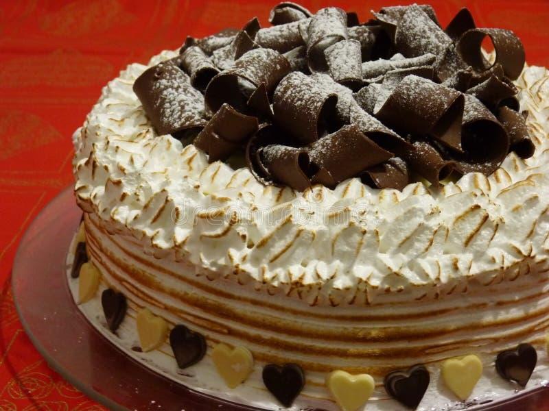 Schuimgebakje en chocoladecake stock afbeeldingen
