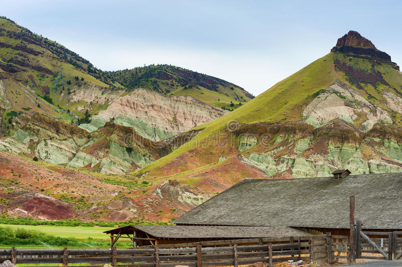 Schuin Boerderij in John Day Fossil Beds National-Park af stock fotografie