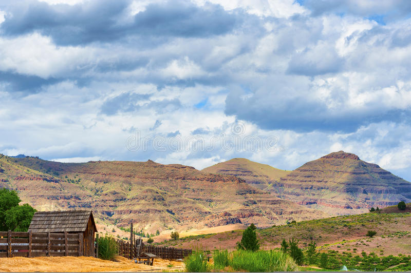 Schuin Boerderij in John Day Fossil Beds National-Park af stock foto