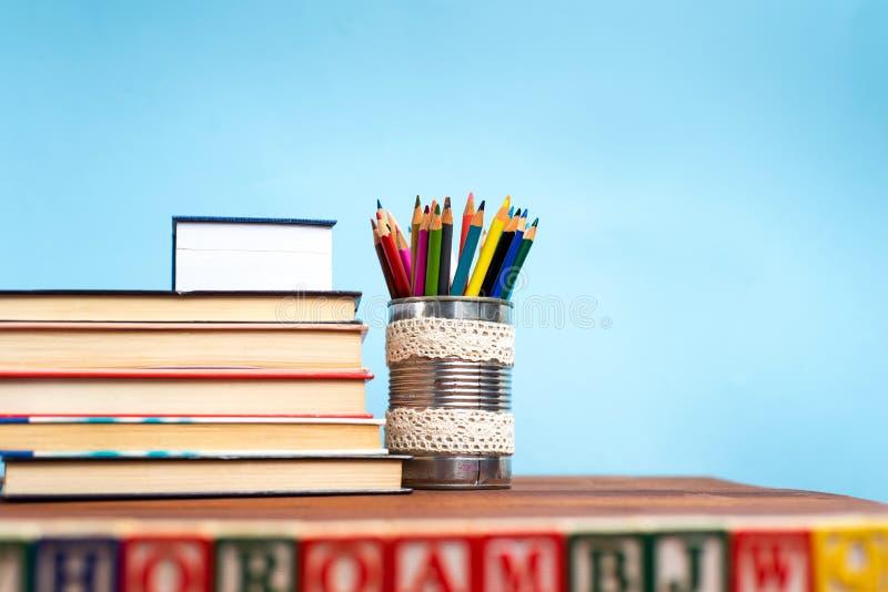 Schulabstrakte vor der Tafel lizenzfreie stockfotos