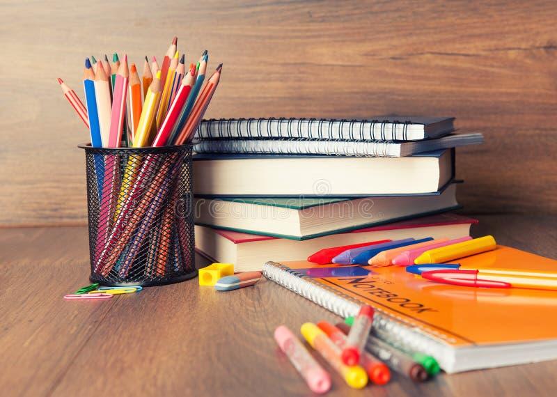 Schulbedarf lizenzfreie stockbilder