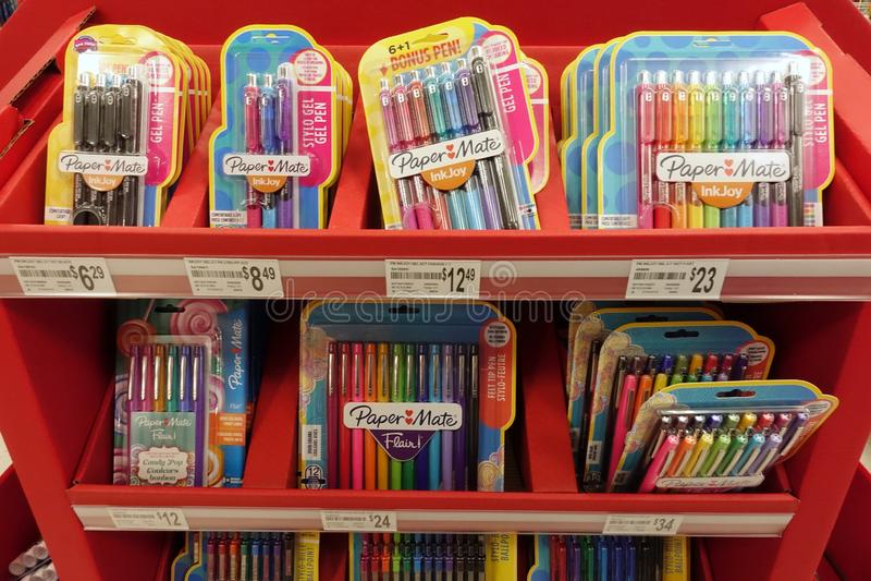 Schulbedarf an einem lokalen Einzelhandelsgeschäft lizenzfreie stockfotografie