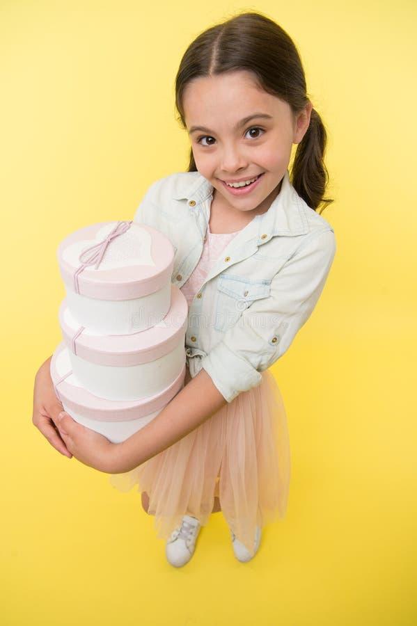 Schulbedarfeinkaufsliste zurück zu der Schuljahreszeitschönen zeit, Haushaltsplanungsgrundlagenkinder zu unterrichten Mädchen trä lizenzfreies stockbild