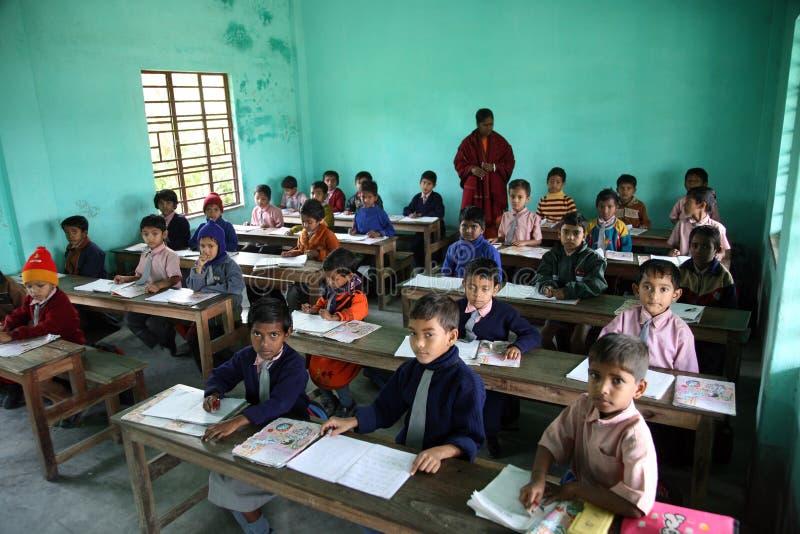 Schule in Kumrokhali stockfotos