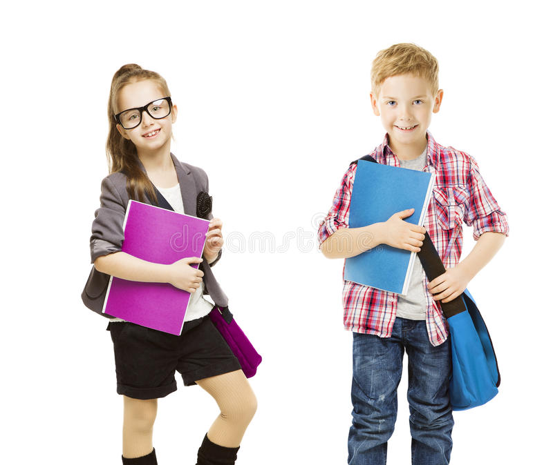 Schule scherzt Gruppe, die Kinder, die auf weißes, kleines Mädchen-Jungen einheitlich sind stockfoto