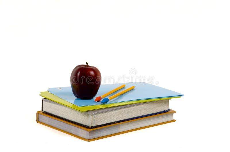 Schule-Zubehör auf weißem Pfad des Hintergrundes w lizenzfreie stockbilder