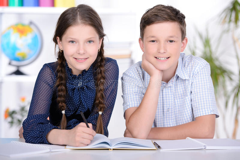 Schulkinder lizenzfreie stockbilder