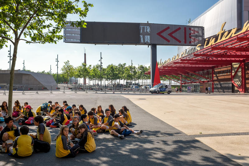 Schulklasse in Barcelona an CCIB stockbild