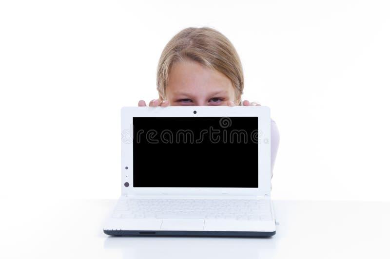 Download Schulmädchen, Das Hinter Ihrem Netbook Sich Versteckt Stockfoto - Bild von hintergrund, email: 26374438