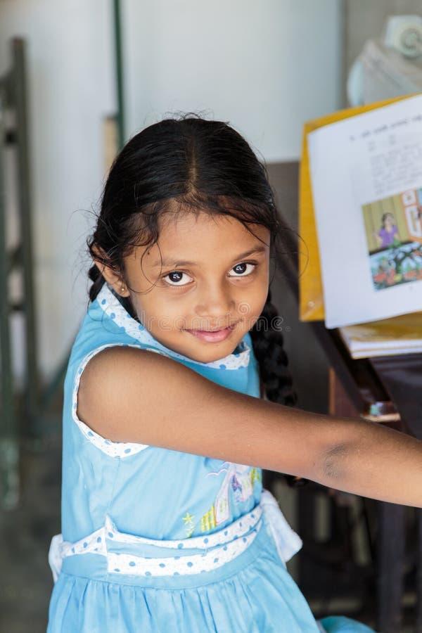 Schulmädchen Sri Lankan lizenzfreies stockfoto