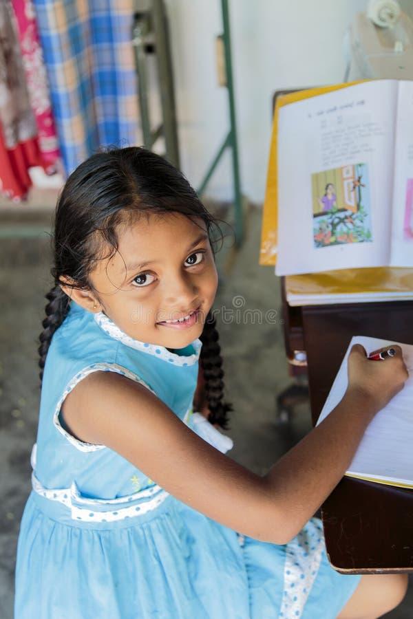 Schulmädchen Sri Lankan stockfotos
