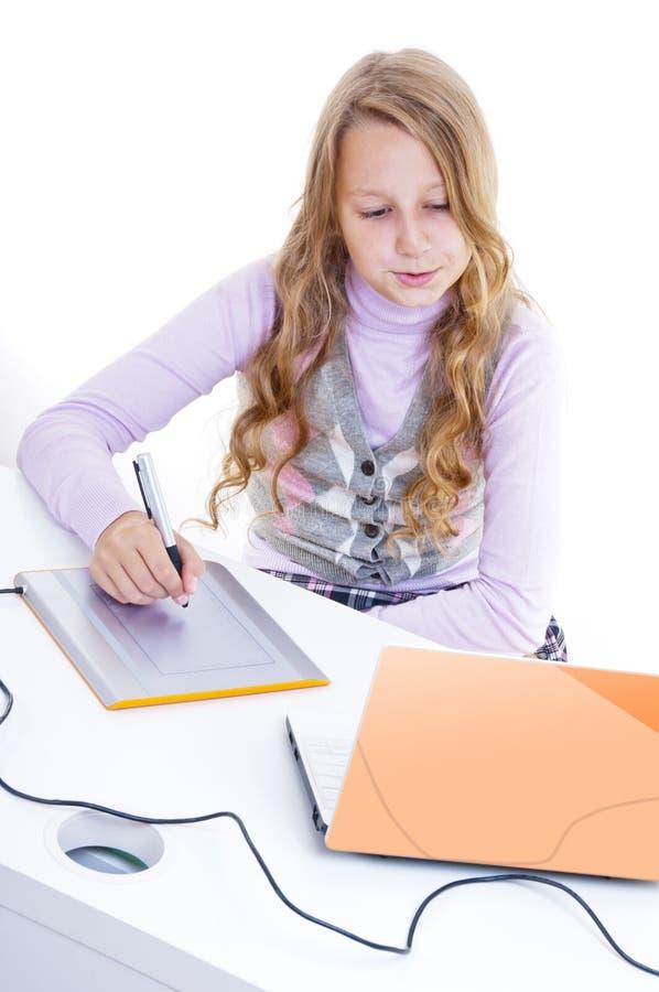 Download Schulmädchenanstrich Mit Dem Analog-Digital Wandler Stockbild - Bild von notizbuch, hand: 26374273