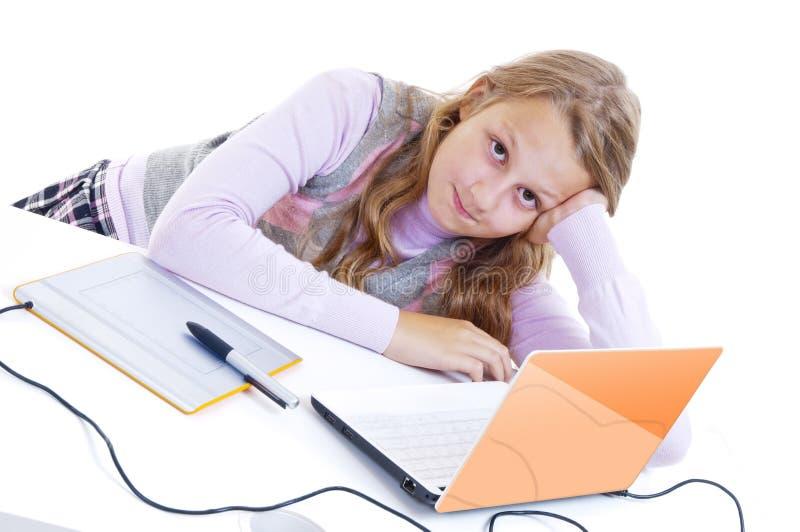 Download Schulmädchenanstrich Mit Dem Analog-Digital Wandler Stockbild - Bild von computer, hintergrund: 26374301