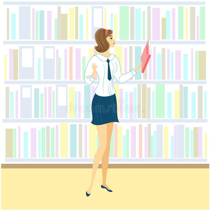 Schulm?dchen in der Bibliothek Ein nettes Mädchen betrachtet Bücher nach einer Lektion Folgendes Regal des Kabinetts mit B?chern  lizenzfreie abbildung