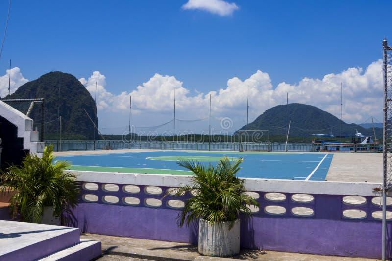 Schulspielfeld Ko Panyi, Phangnga-Bucht, Thailand stockbild